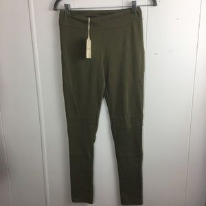 Hem & Thread pants size small color olive green.